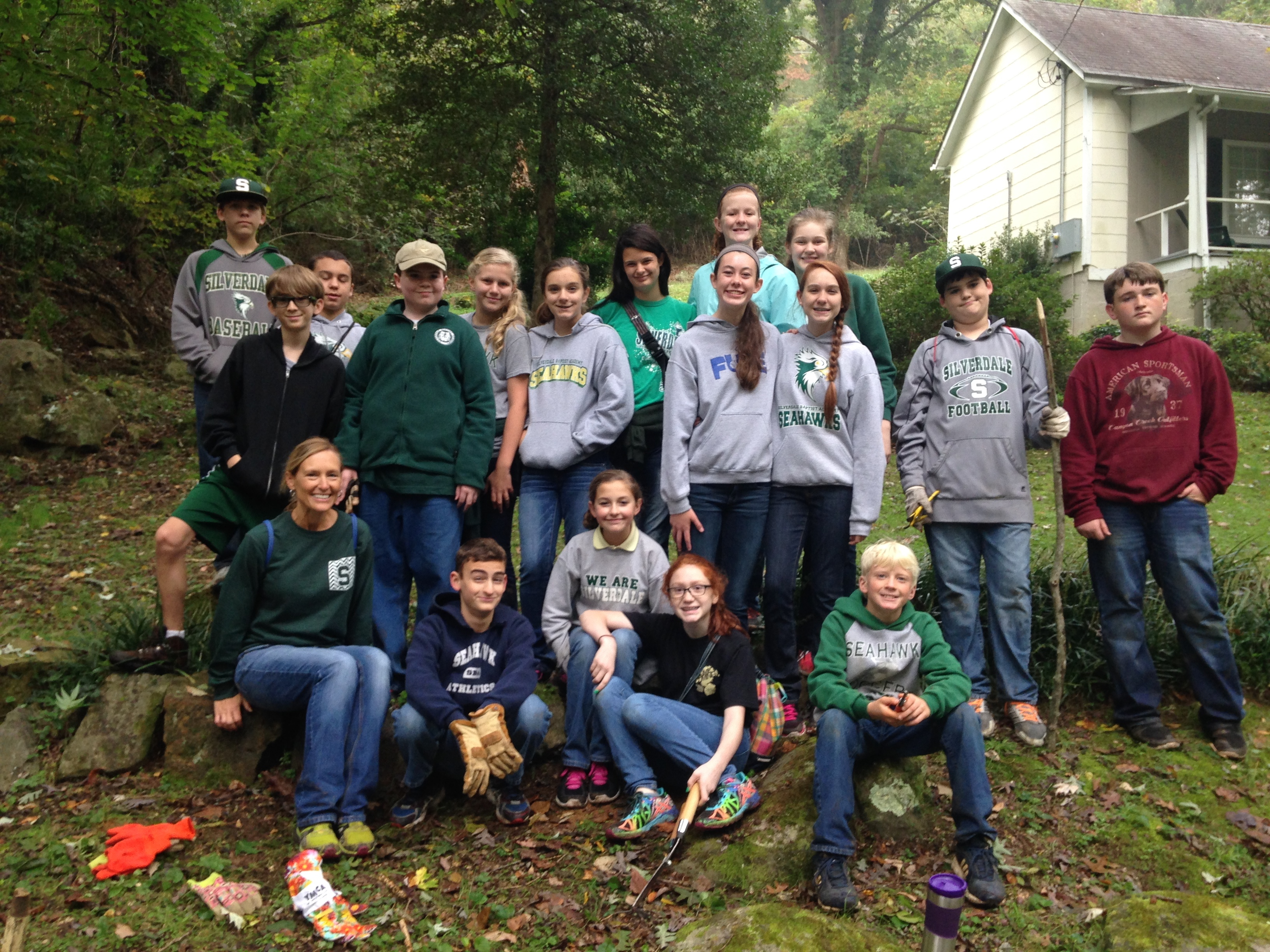 Silverdale 7th Grade Class volunteers to maintain trails in Chattanooga
